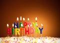 O feliz aniversario iluminado candles o close up Foto de Stock Royalty Free