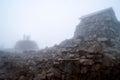 Observatorio de la cumbre de Ben Nieves en la niebla Fotos de archivo libres de regalías
