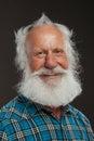 Starý muž dlouho vousy velký úsměv
