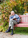 Old man reading book Royalty Free Stock Photo