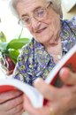 Old woman reading Royalty Free Stock Photos