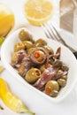Oliven- und Sardellensalat Stockbilder