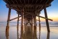 Onder de pijler van New Port Beach bij zonsondergang Royalty-vrije Stock Fotografie