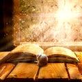 Otevřít starý kniha hlemýžď