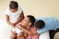 Opinião aérea as crianças que dão o pai gift Imagens de Stock