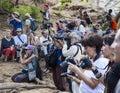 Os turistas tomam imagens da preparação para a cerim nia de salto do touro turmi vale de omo etiópia Fotografia de Stock Royalty Free