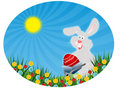 Ostern-Kaninchen mit rotem Ei (Ostern-Postkarte) Lizenzfreie Stockfotos