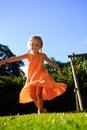 белокурая беспечальная девушка outdoors Стоковые Изображения