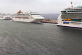 P&O Oceana cruiseschip dat in Civitavecchia wordt gedokt Royalty-vrije Stock Foto's