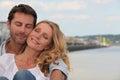 Paare in einer liebevollen Umarmung Stockfoto
