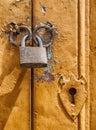 Visiaci zámok na kov dvere