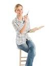 Paleta femenina de with paintbrush and del artista que se sienta en taburete Foto de archivo libre de regalías