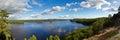 Panorama de lac idyllique en Suède Photographie stock libre de droits