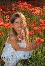 Papavero della holding della ragazza Fotografie Stock Libere da Diritti
