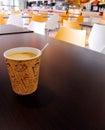 Papel taza de café en mesa