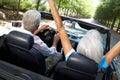 Pares mayores en coche de deportes Fotografía de archivo