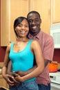Pares na cozinha - vertical do americano africano Imagens de Stock Royalty Free