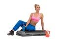Paso femenino de rest on aerobics del instructor de la aptitud Fotos de archivo libres de regalías
