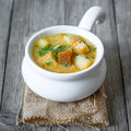 Pea soup fresh with croutons Royalty Free Stock Photography