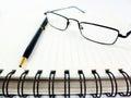 Pen notebook en glazen in samenstelling Stock Fotografie