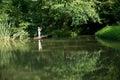 Pesca de little boy del borde del muelle de madera Fotografía de archivo