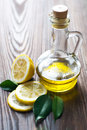Petróleo verde-oliva e limão Imagem de Stock