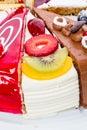 Pezzo di dolce con frutta fresca Immagini Stock Libere da Diritti