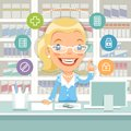 Pharmacien woman behind le compteur Images libres de droits