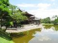 Phoenix Hall au Japon entouré par son jardin Image libre de droits