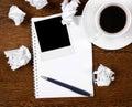 Photo blanc sur le bloc-notes avec le crayon lecteur Photographie stock