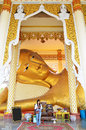 Photography glid cover reclining buddha with gold leaf at wat ras prakorngthum nonthaburi thailand thai people go to the bot à Royalty Free Stock Photography