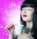 Piękna kobieta z filiżanki kawą Fotografia Stock