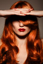 Piękny Redhair girl.Healthy Kędzierzawy włosy. Zdjęcie Royalty Free