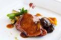 Pieczonej kaczki udo z słodkim owocowym kumberlandem Zdjęcie Stock