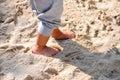 Pieds d'un enfant sur le sable Images libres de droits