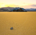 Pierres de navigation dans le champ de courses, Death Valley Photographie stock