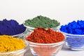 Pigmentos del color en los tazones de fuente de cristal Fotos de archivo libres de regalías
