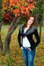 pięknej kamery przyglądająca portreta kobieta Zdjęcie Royalty Free