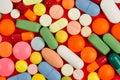 Pillole su verde Fotografia Stock Libera da Diritti
