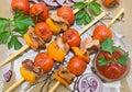Pinchos de la carne y de las verduras foto horizontal Imagen de archivo libre de regalías