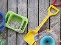 Plate forme de pit toys lying on wooden de sable Photographie stock libre de droits