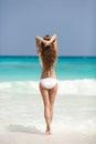 Playa de bronce de tan woman sunbathing at tropical Imagen de archivo libre de regalías