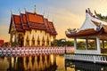 Point de repère de la thaïlande wat phra yai temple sunset voyage tourisme Images libres de droits