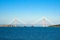 Pont presque de finition vers l île russe le plus long pont câble resté dans le monde Image stock