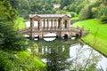 Ponte de Palladian no jardim prévio da paisagem do parque Foto de Stock Royalty Free