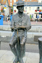 Poole quay poole doset a bronze statue of lord baden powell founder of the scout movement on the at dorset england uk Stock Photography