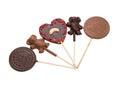 Porciones de caramelo de chocolate delicioso en el palillo Fotos de archivo libres de regalías