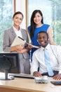 Porträt des geschäfts team working in office Stockfotografie