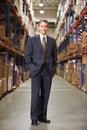 Porträt des managers in warehouse Lizenzfreies Stockfoto