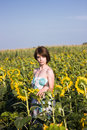 Portrait of a beautiful woman young in field with sunflowers Royalty Free Stock Photos